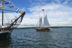 Deux bateaux grands. Image stock
