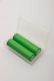 Deux batteries pour les cigarettes électroniques sur un fond blanc Photo libre de droits