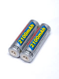 Deux batteries rechargeables d'aa sur un fond blanc Images stock