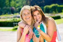 Deux beaux amis adultes d'athlète féminin Photographie stock