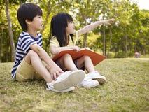 Deux beaux enfants asiatiques Image libre de droits