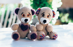 Deux beaux ours de nounours représentant un inlove de cuople photographie stock libre de droits