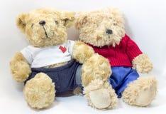 Deux beaux ours de nounours se reposant ensemble Photographie stock libre de droits