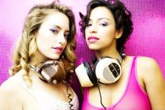 Deux belles femmes sexy de disco Images stock