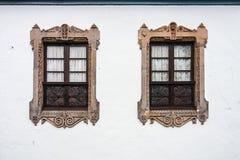 Deux belles fenêtres jumelles Photographie stock libre de droits