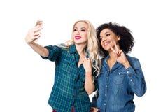 Deux belles filles faisant le selfie Image libre de droits