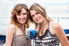 Deux belles jeunes femmes Image libre de droits