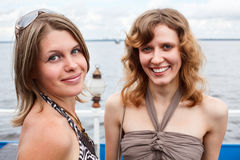 Deux belles jeunes femmes Images stock