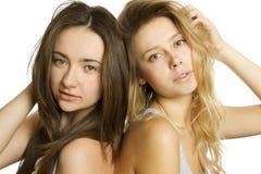 Deux belles jeunes femmes Image stock