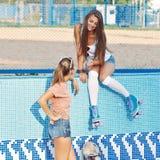 Deux belles jeunes filles Photo libre de droits
