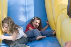 Deux belles petites filles ayant l'amusement Image libre de droits