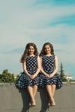 Deux belles soeurs de fille Image libre de droits