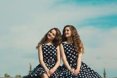 Deux belles soeurs de fille Photographie stock libre de droits