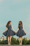 Deux belles soeurs de fille Photos stock