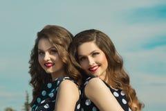 Deux belles soeurs de fille Images stock