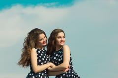 Deux belles soeurs de fille Photographie stock