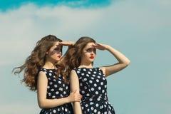 Deux belles soeurs de fille Photos libres de droits
