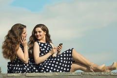 Deux belles soeurs de fille Image stock