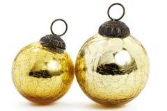 Deux billes d'or de Noël de cru image libre de droits