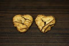 Deux biscuits en forme de coeur Photographie stock libre de droits