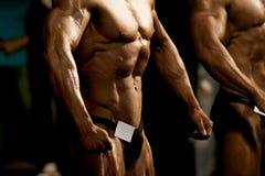 Deux bodybuilders d'athlètes photos libres de droits