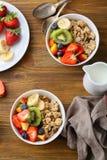 Deux bols de granola de fruit Image stock