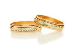 Deux boucles de mariage d'or Photographie stock libre de droits