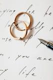 Deux boucles et crayons lecteurs Photographie stock libre de droits