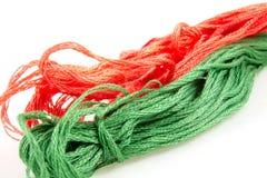 Deux boules de vert et de rouge de coton Photos stock