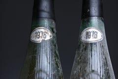 Deux bouteilles de vin de Murfatlar très vieilles Photo libre de droits