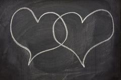 Deux bulles de la parole de coeur sur le tableau noir Image libre de droits