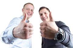 Deux businessmans sur le blanc avec des pouces  Image stock