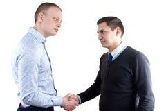 Deux businessmans sur le blanc se serrant la main Image stock