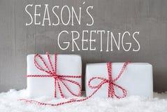 Deux cadeaux avec la neige, texte assaisonne des salutations Photos stock