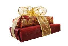 Deux cadres de cadeau rouges enveloppés par organza Photos libres de droits