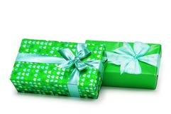 Deux cadres de cadeaux d'isolement sur le blanc photographie stock