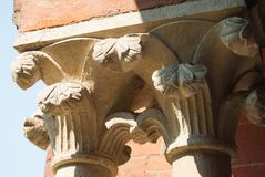 Deux capitaux des colonnes ioniques de style images libres de droits
