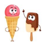 Deux caractères drôles de crème glacée - cône de fraise et glace à l'eau de chocolat Photos stock