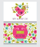 Deux cartes de voeux pour le jour de valentine, conception florale tirée par la main mignonne Images libres de droits