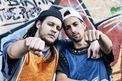 Deux chanteurs de coup sec et dur dans un souterrain Image stock