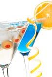 Deux cocktails de martini avec l'olive et le citron Photo libre de droits