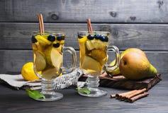 Deux cocktails de poires Image stock