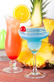 Deux cocktails tropicaux Photo libre de droits
