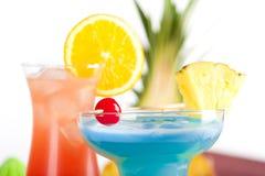 Deux cocktails tropicaux Image libre de droits