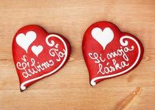 Deux coeurs d'amour de pain d'épice Images libres de droits