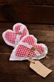 Deux coeurs de tissu pour des valentines Photos stock