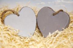 Deux coeurs en bois Images stock