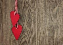 Deux coeurs en bois Image libre de droits