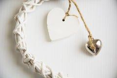 Deux coeurs en bois Image stock