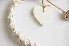 Deux coeurs en bois Photographie stock libre de droits